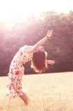 Fri lycklig kvinna som tycker om Fotografering för Bildbyråer