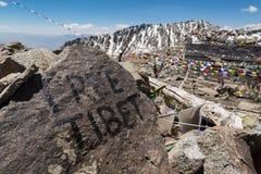 Fri Tibet handskrift vaggar på på Khardung La, Ladakh, Jammu och Royaltyfria Bilder