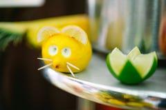 Friandise drôle avec le fruit Photos libres de droits