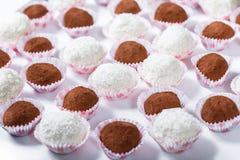 Friandise Table de réception de mariage avec des bonbons, sucreries, dessert photographie stock libre de droits