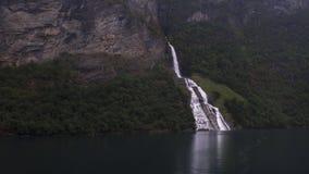 Friaren ou la cascade de prétendant qui se trouve directement à travers les sept soeurs ou cascades de ` de systre de sju de Dei  images libres de droits