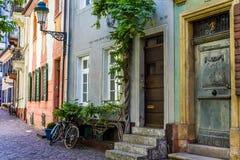 FRIBOURG-EN-BRISGAU, ALLEMAGNE - 17 mai 2017 : la vieille rue de ville à Fribourg, une ville dans la région du sud-ouest de l'All Photo stock