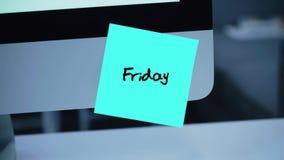 friday Dagar av veckan Inskriften på klistermärken på bildskärmen arkivfilmer