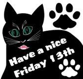 Friday 13th с толстым черным сердитым котом и 2 следами кота Стоковые Фотографии RF