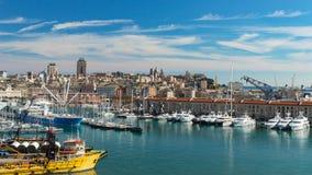 Fridfull panoramautsikt av gammal port i Genua med cityscape Fotografering för Bildbyråer
