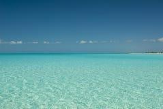 Fridfullt vatten av kattön Bahamas Royaltyfri Fotografi