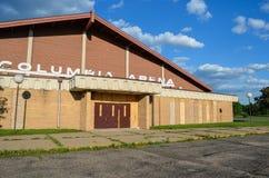 Fridley, Minnesota: L'arena abbandonata di Colombia, un vecchio hockey su ghiaccio e la pista di pattinaggio, erano la posizione  fotografia stock