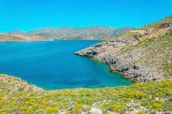 Fridsam azur havsfjärd med klart vatten, Grekland Royaltyfri Bild