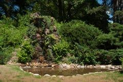 Fridsam gräsplan parkerar i den Sandanski staden Royaltyfria Bilder