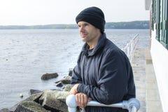 Fridsam omgivning vid havet Arkivfoto
