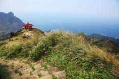 Fridsam sikt från tekannaberget i taiwan royaltyfria bilder