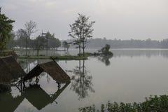 Fridsam sjö för tidigare morgon i ChiangMai royaltyfria bilder
