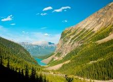 Fridsam sjö i Alberta, Kanada Arkivbild
