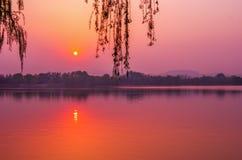fridsam solnedgång Arkivbilder