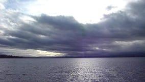 Fridsam vattensjö stock video