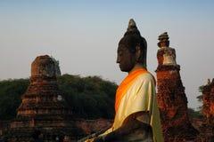 Fridsamma Buddha Arkivfoto