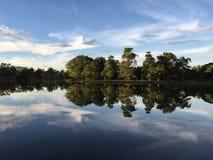 Fridsamt ögonblick på sjön Royaltyfria Bilder