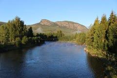 Fridsamt landskap i bygden av Norge, Europa, i ottaljus Royaltyfri Bild