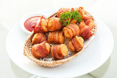 Fried Bacon Wrapped Sausage profond Photographie stock libre de droits