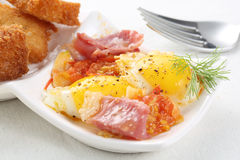 Fried Bobwhite Quail Eggs mit Speck Stockbilder