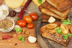 Free Fried Bread With Garlic And Tomatoes. Toast To Eat. Domestic Food Preparation. Quick To Prepare Meals For Guests. Stock Photos - 70430903