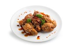 Fried Breaded Chicken Wings profundo picante aislado en el backgro blanco Foto de archivo libre de regalías