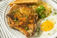 Fried Breakfast Pork Chops caseiro imagem de stock