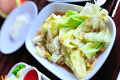 Fried Cabbage na luz suave Imagens de Stock Royalty Free