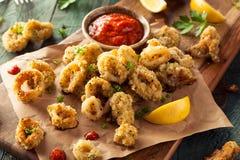 Fried Calamari impanato casalingo immagine stock