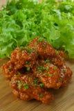 Fried Chicken avec de la sauce à ail, ailes de poulet frit croustillantes avec photographie stock libre de droits