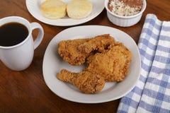 Fried Chicken Biscuits y habas fotografía de archivo libre de regalías
