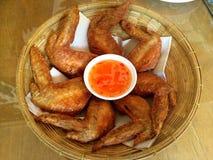 Fried Chicken com molho de peixes Imagens de Stock Royalty Free