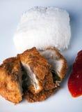 Fried Chicken con la salsa di peperoncino rosso e del riso Immagine Stock