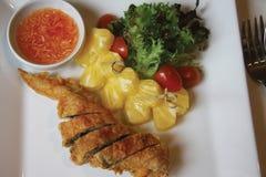 Fried Chicken con la salsa di pesce Fotografia Stock Libera da Diritti