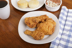 Fried Chicken con las galletas, habas rojas y arroz y café foto de archivo libre de regalías