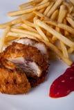 Fried Chicken e patata fritta con la salsa di peperoncini rossi Fotografie Stock