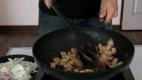 Fried Chicken för uppståndelse bröst arkivfilmer