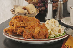 Fried chicken with macaroni salad Stock Photography