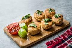 Fried Chicken Meatballs en el tablero de madera/Kofta o Kofte fotografía de archivo libre de regalías