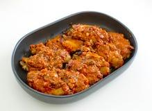 Fried Chicken New Orleans dolce e piccante isolati sulla parte posteriore di bianco Immagini Stock Libere da Diritti
