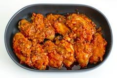 Fried Chicken New Orleans sött och kryddigt som isoleras på vitbaksida Arkivfoton