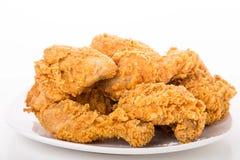 Fried Chicken op Witte Plaat en Achtergrond Stock Afbeelding