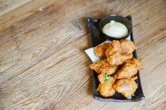 Fried Chicken Teriyaki com molho da maionese imagens de stock