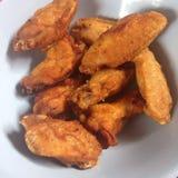 Fried Chicken-vleugels met bloem worden behandeld die royalty-vrije stock foto