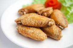 Fried Chicken Wings com sal Fotografia de Stock Royalty Free