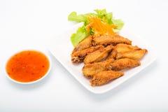 Fried Chicken Wings e molho de pimentões doce Fotografia de Stock