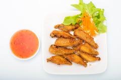 Fried Chicken Wings e molho de pimentões doce Imagem de Stock
