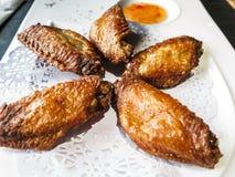 Fried Chicken Wings en el fondo blanco Foto de archivo
