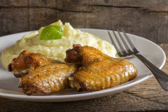 Fried chicken wings and mashed potatoes Royalty Free Stock Photos