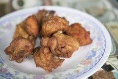Fried Chicken Wings no prato Fotos de Stock